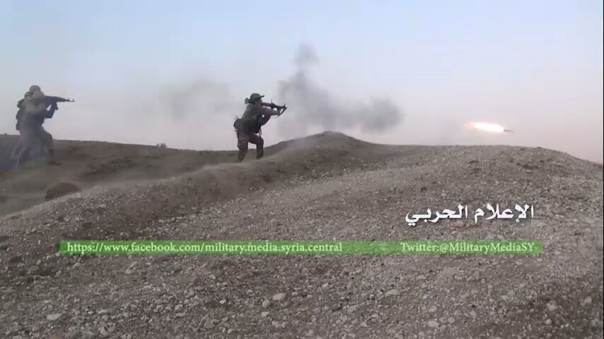 Pic 4. 201215-militarymediasy-hezbollah-saa-loyal-fighter-firing-an-rpg-on-opposition-locations-during-khan-tuman-battle